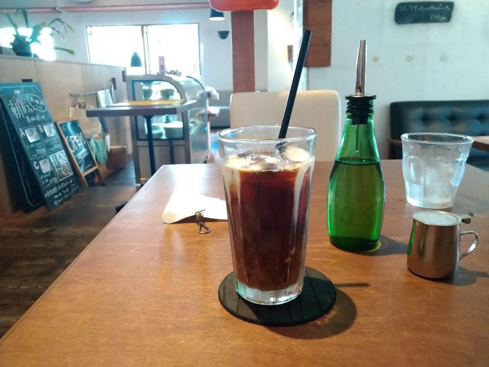 Cafe145 a table