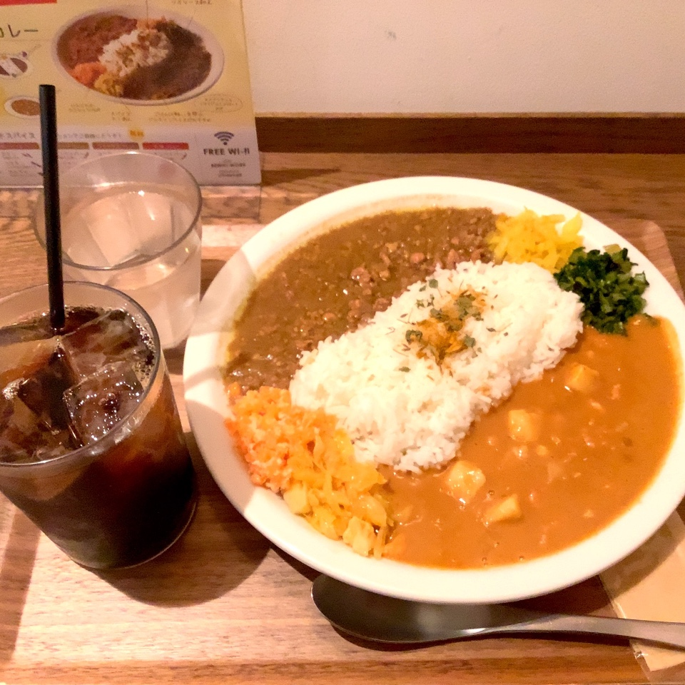 Tims  is Curry シャポー市川店