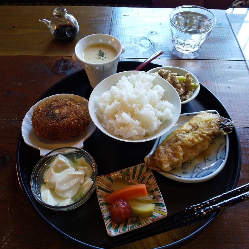 (昼)お惣菜cafe(夜)bar a.m.p