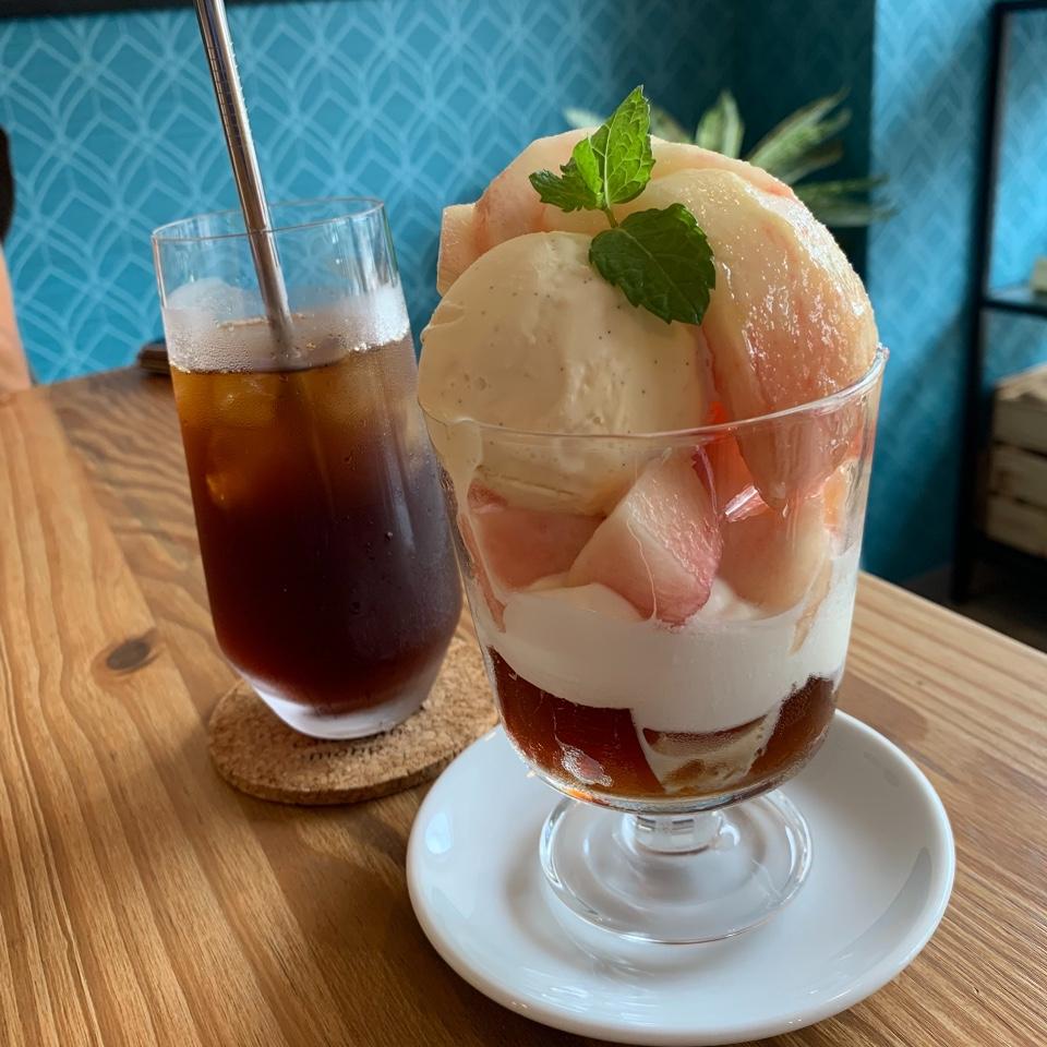 cafe&gin mono