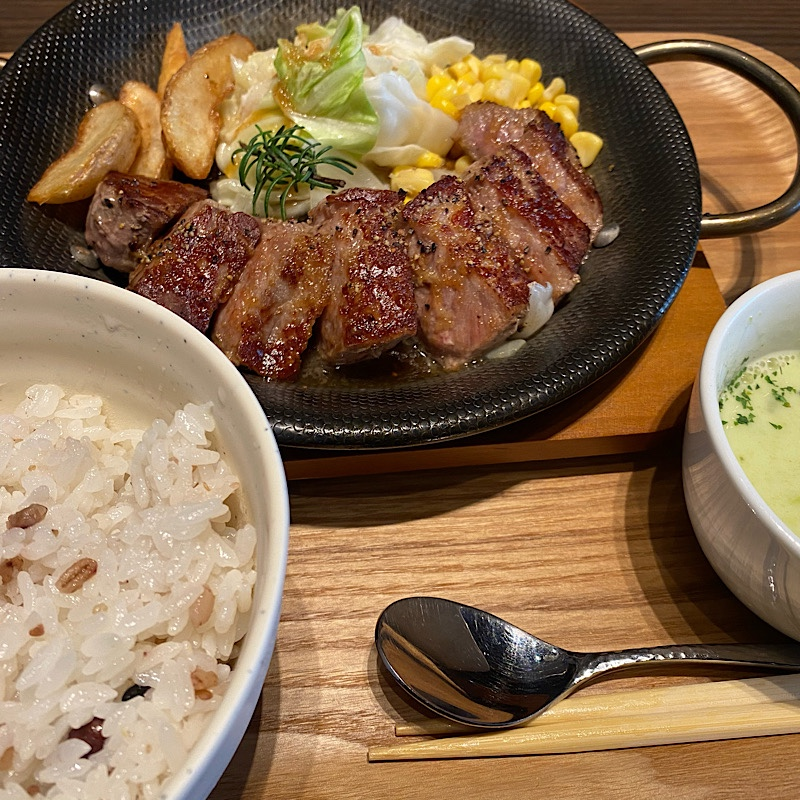 横浜駅東口/赤ワインと肉料理のお店「MALIBU/マリブ」の口コミ
